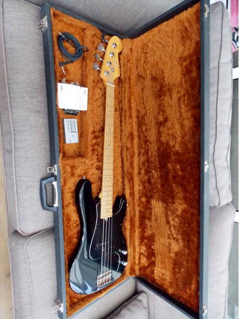 Hondo II P-bass
