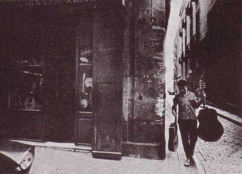 1965 Tienda de construcción de guitarras del Sr Estruch en la calle Ancha